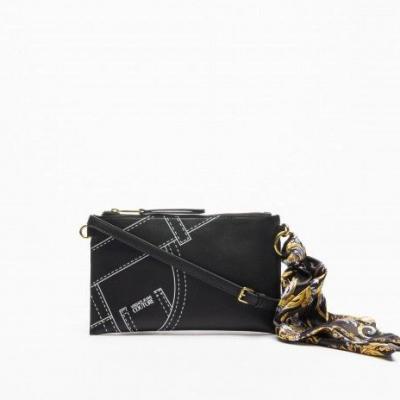 bolsa preta com lenço