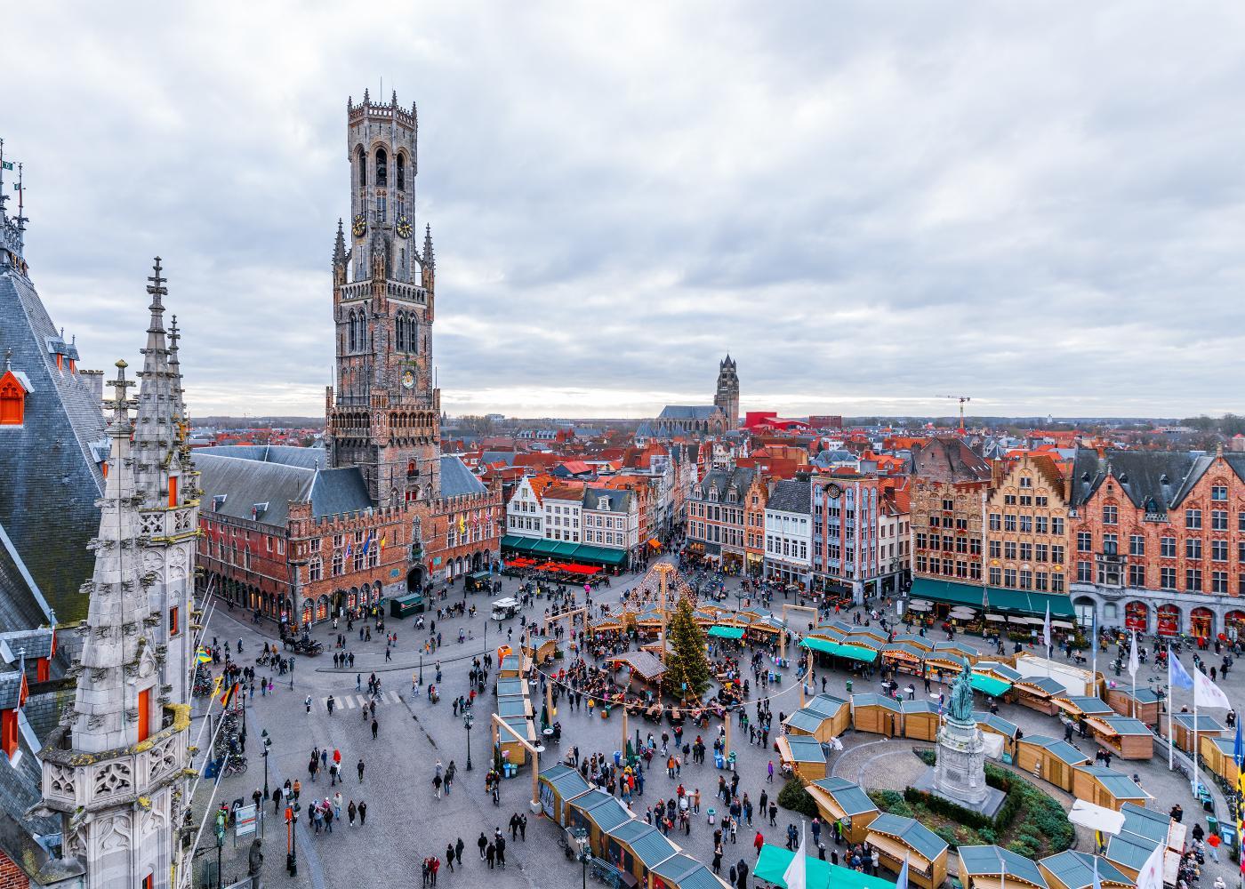 Torre no centro de Bruges