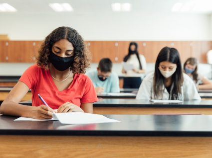 Alunos do secundário a fazer exames nacionais
