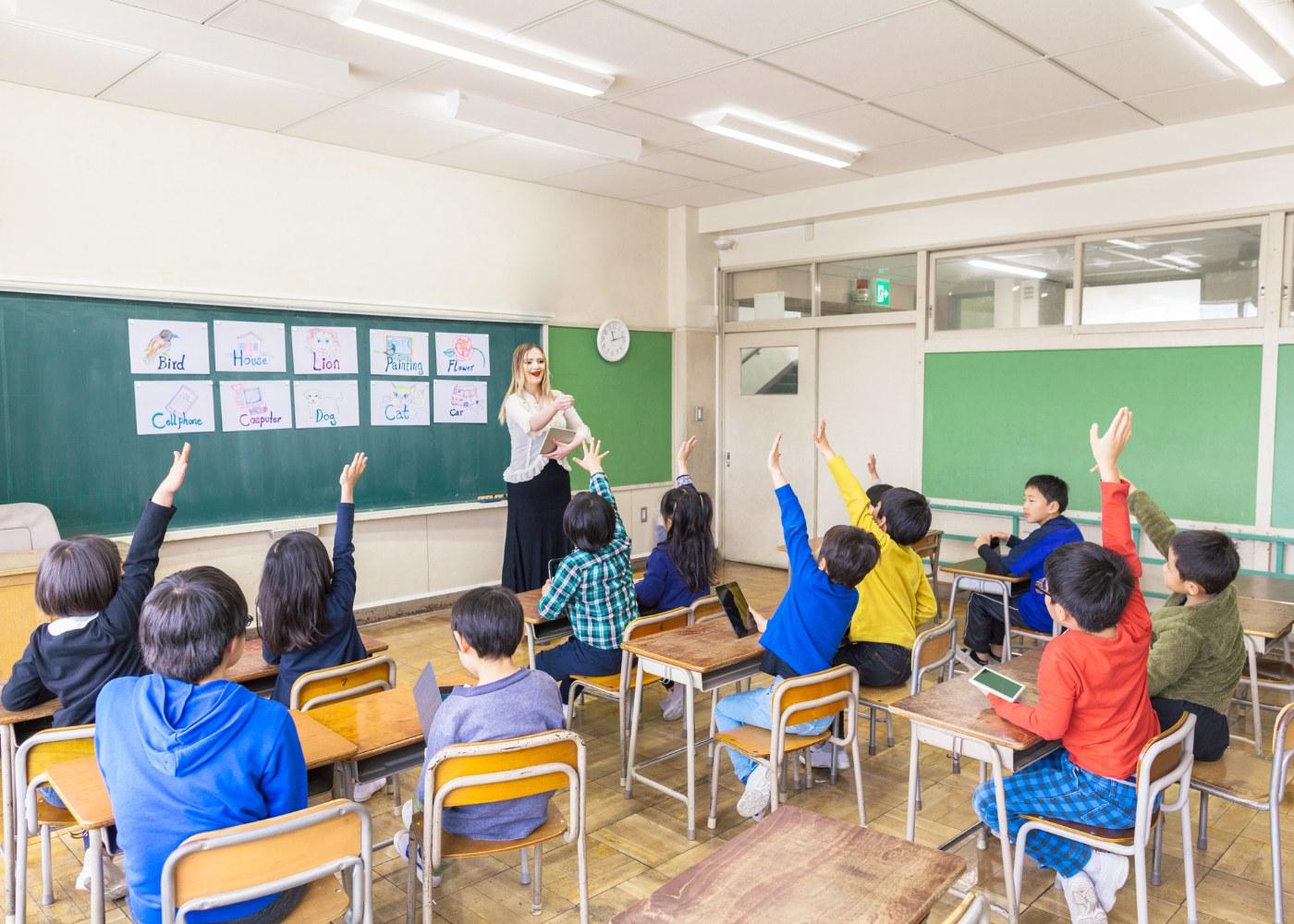 crianças a participar em aula de educação socioemocional