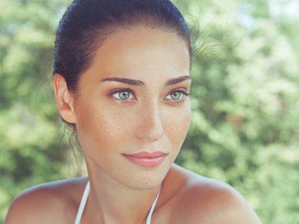 Mulher com olhos verdes