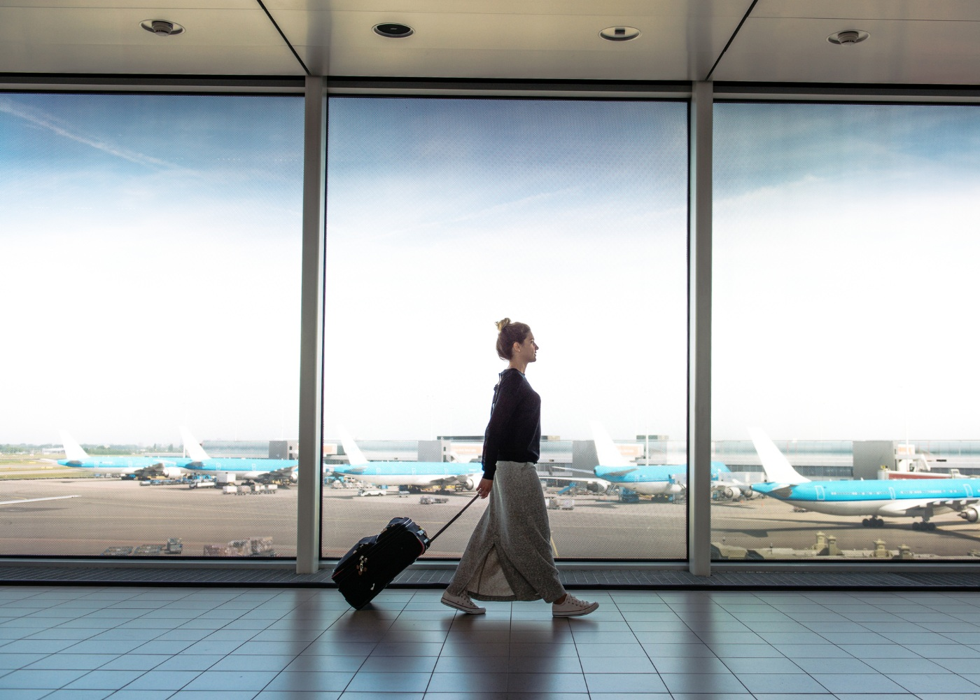 Mulher em aeroporto