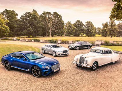 vários modelos Bentley estacionado