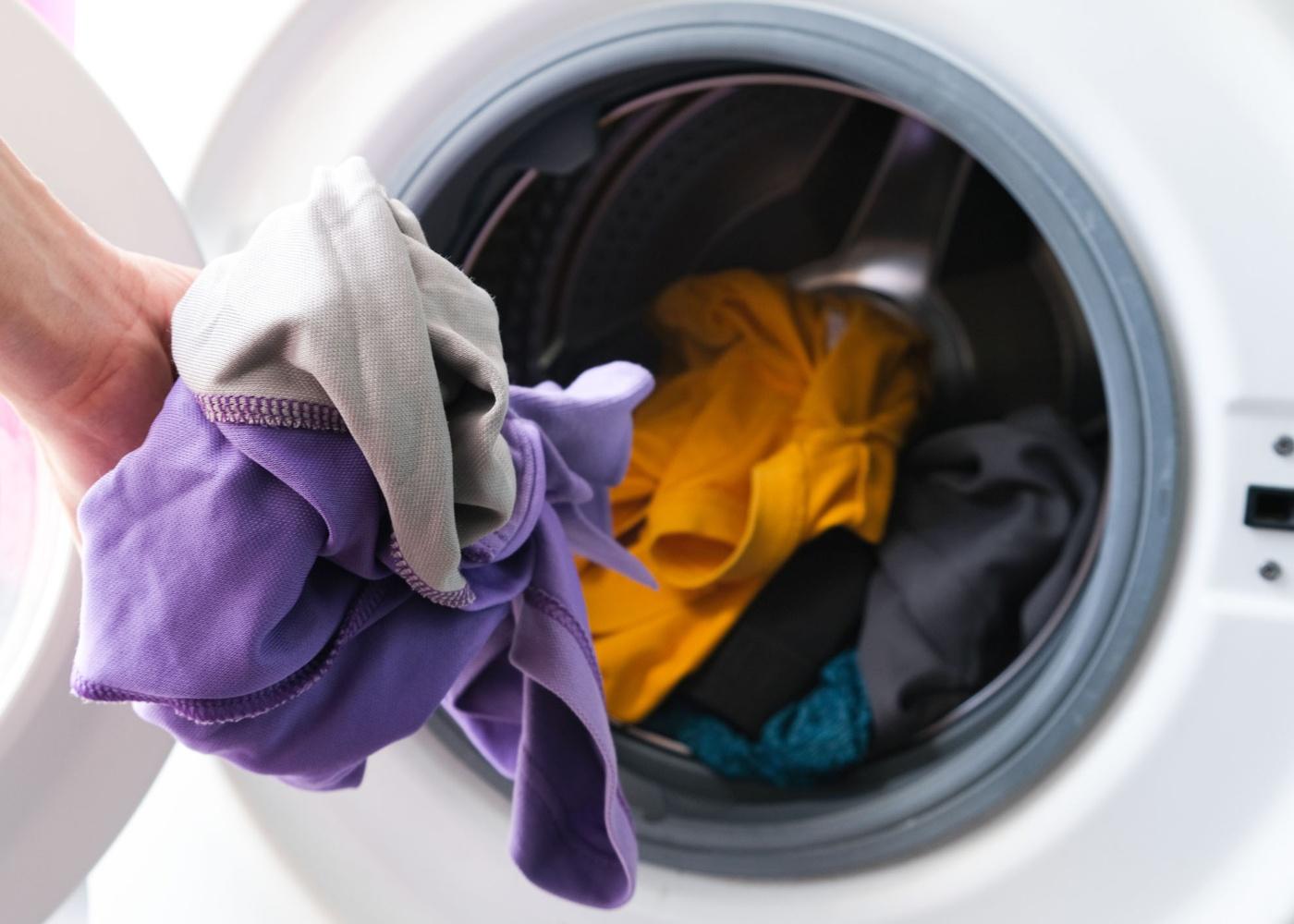 lavar roupa na máquina