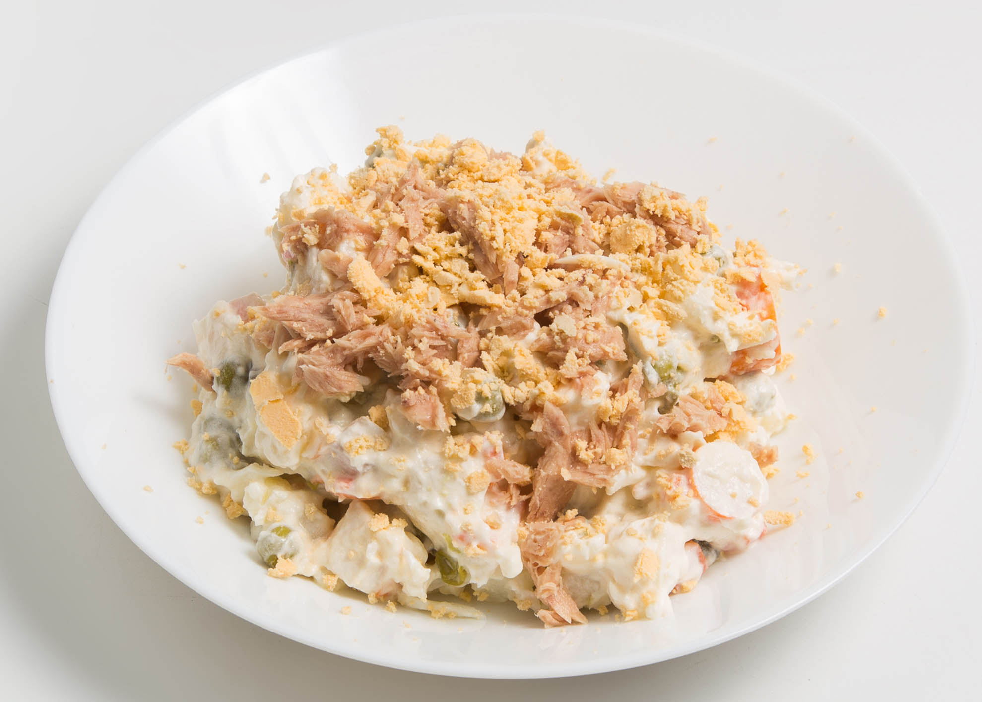 Salada russa com atum e feijão frade
