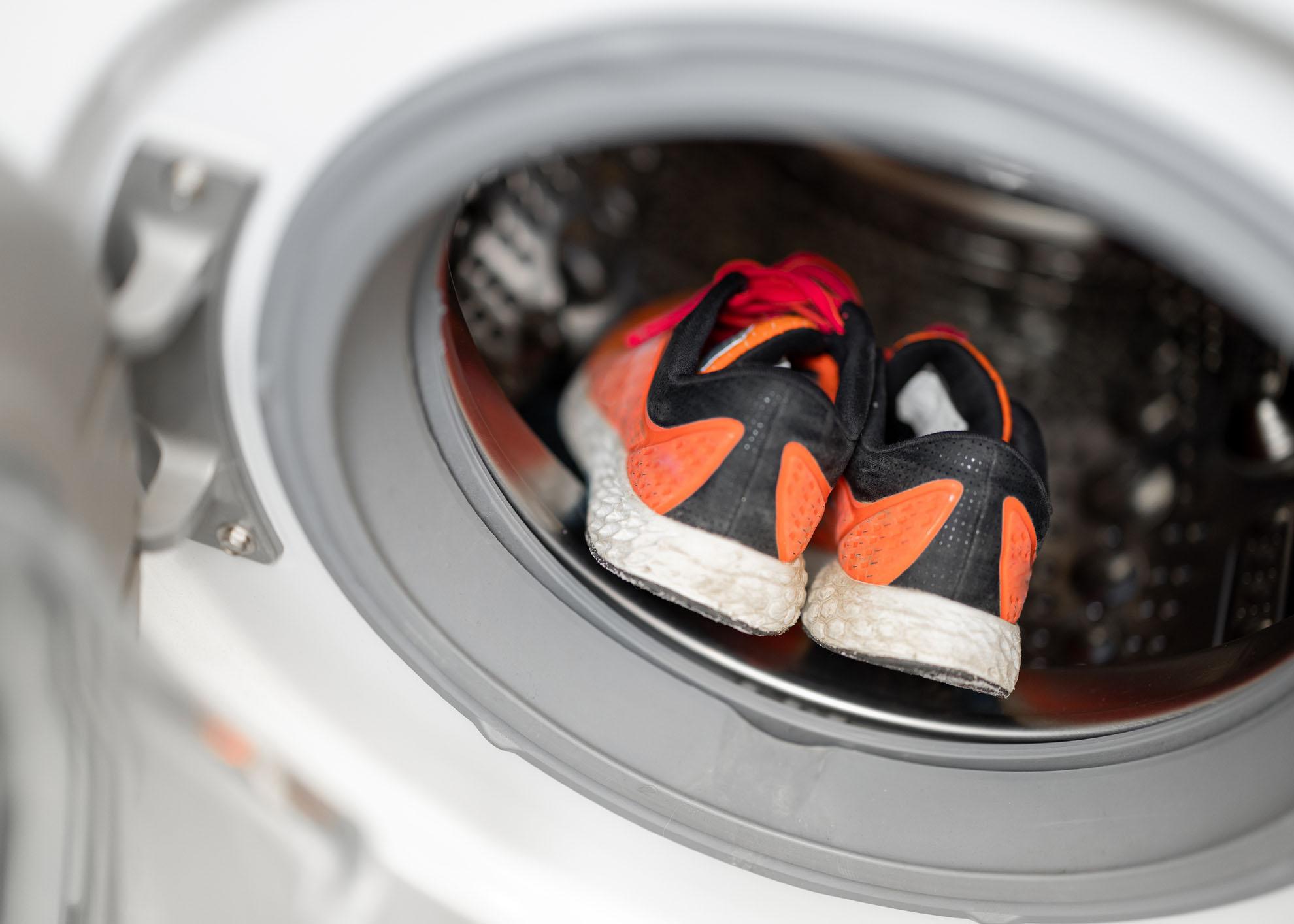 lavar sapatilhas na máquina