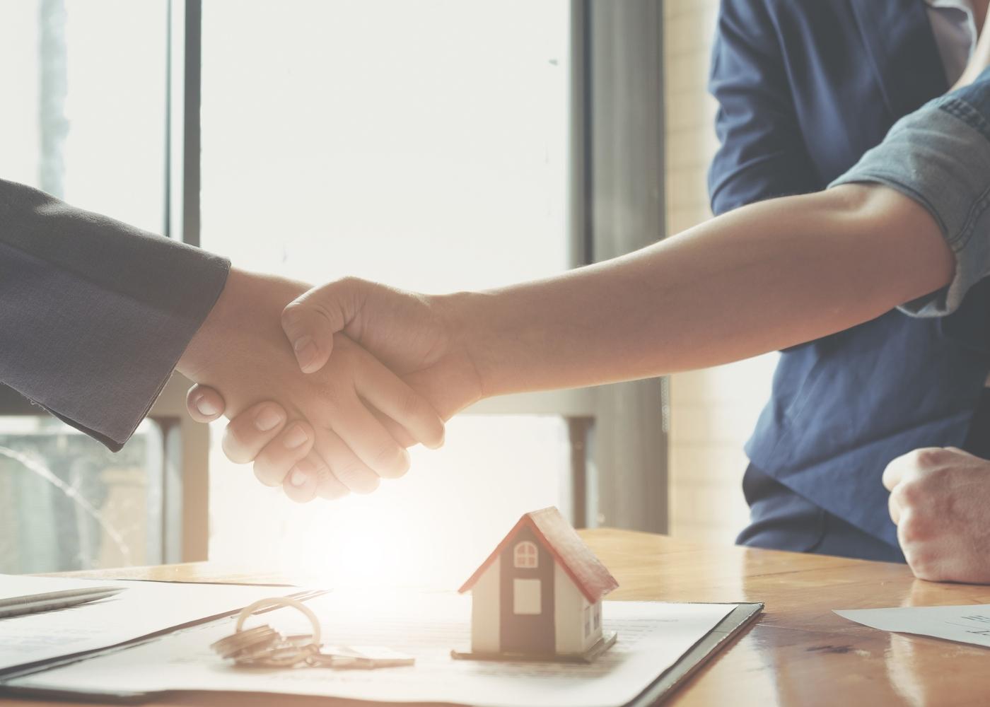 Casal a contratar crédito habitação junto do banco