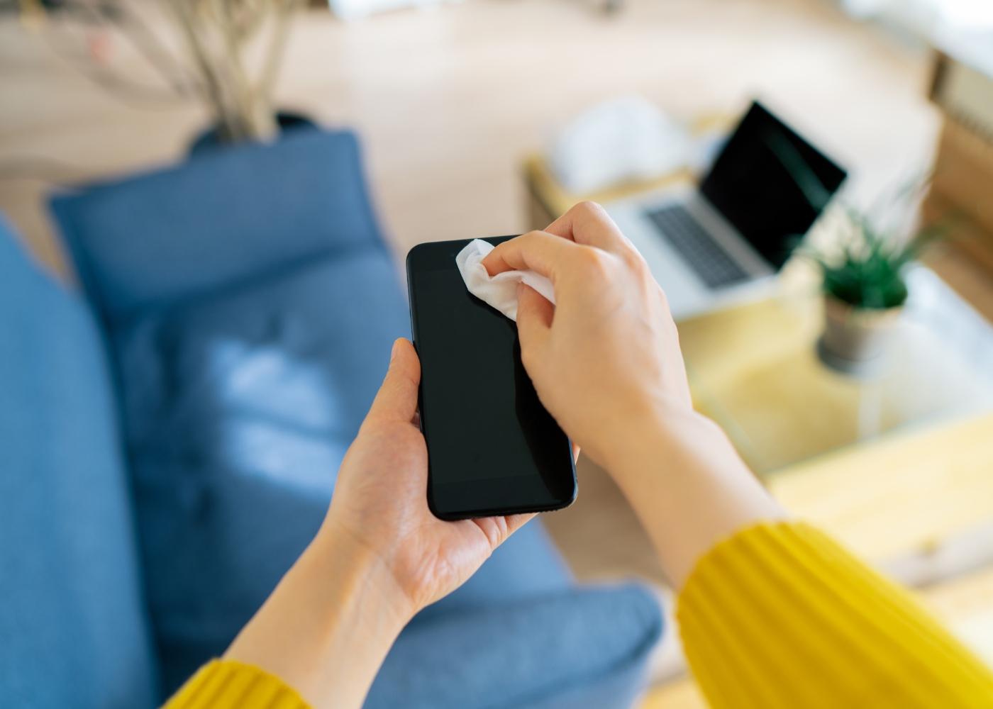 limpar o telemóvel na sala
