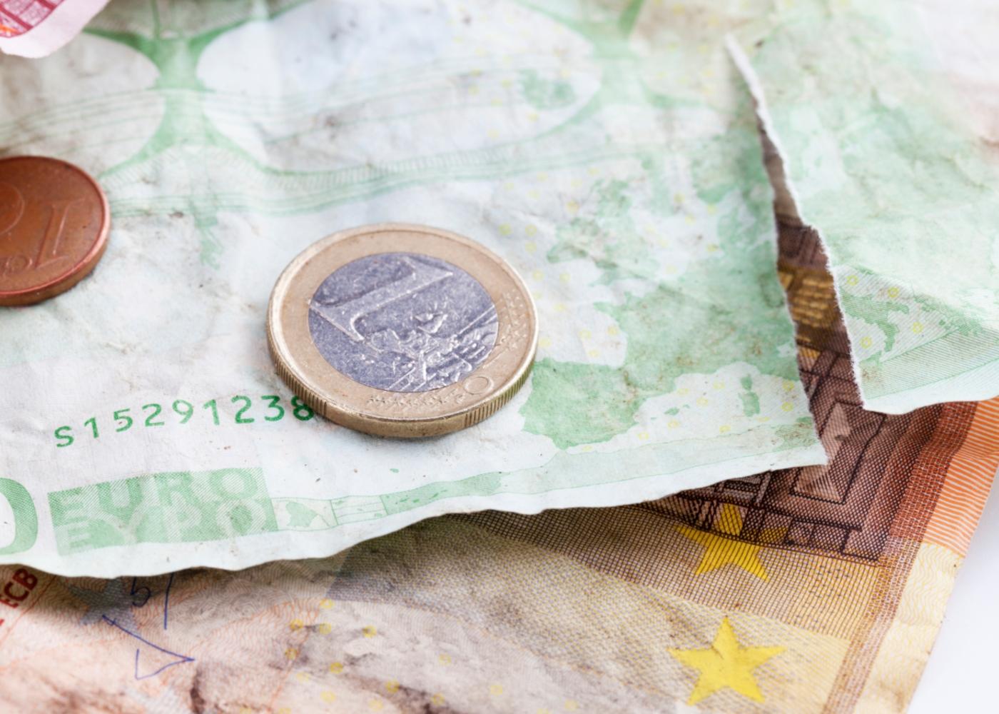 Notas de euro danificadas