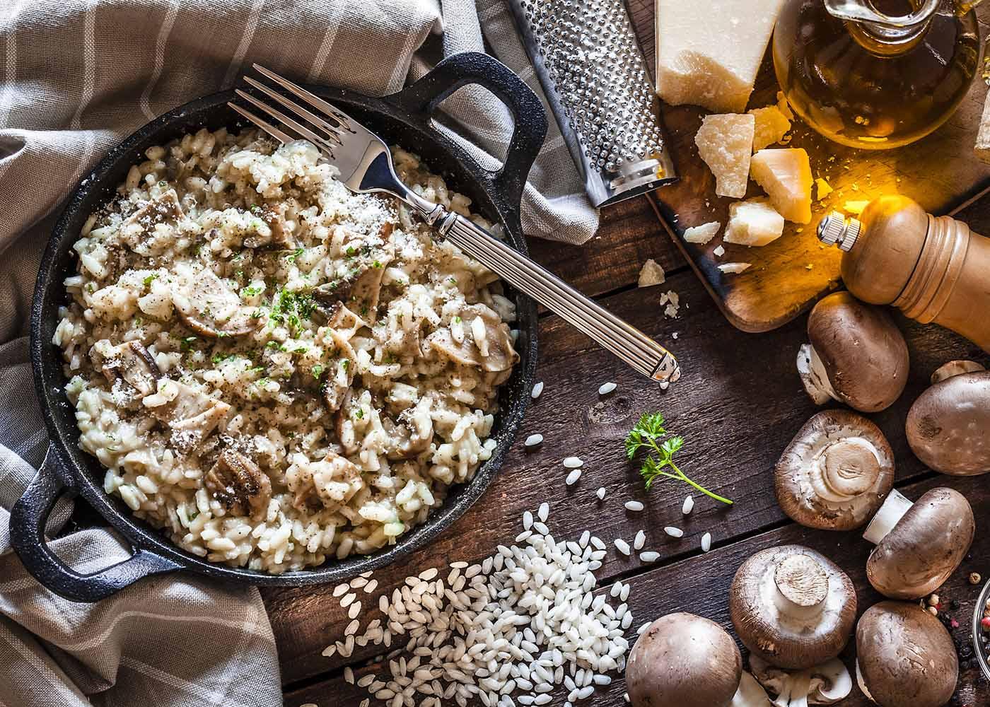 One pot de arroz com cogumelos e amêndoas