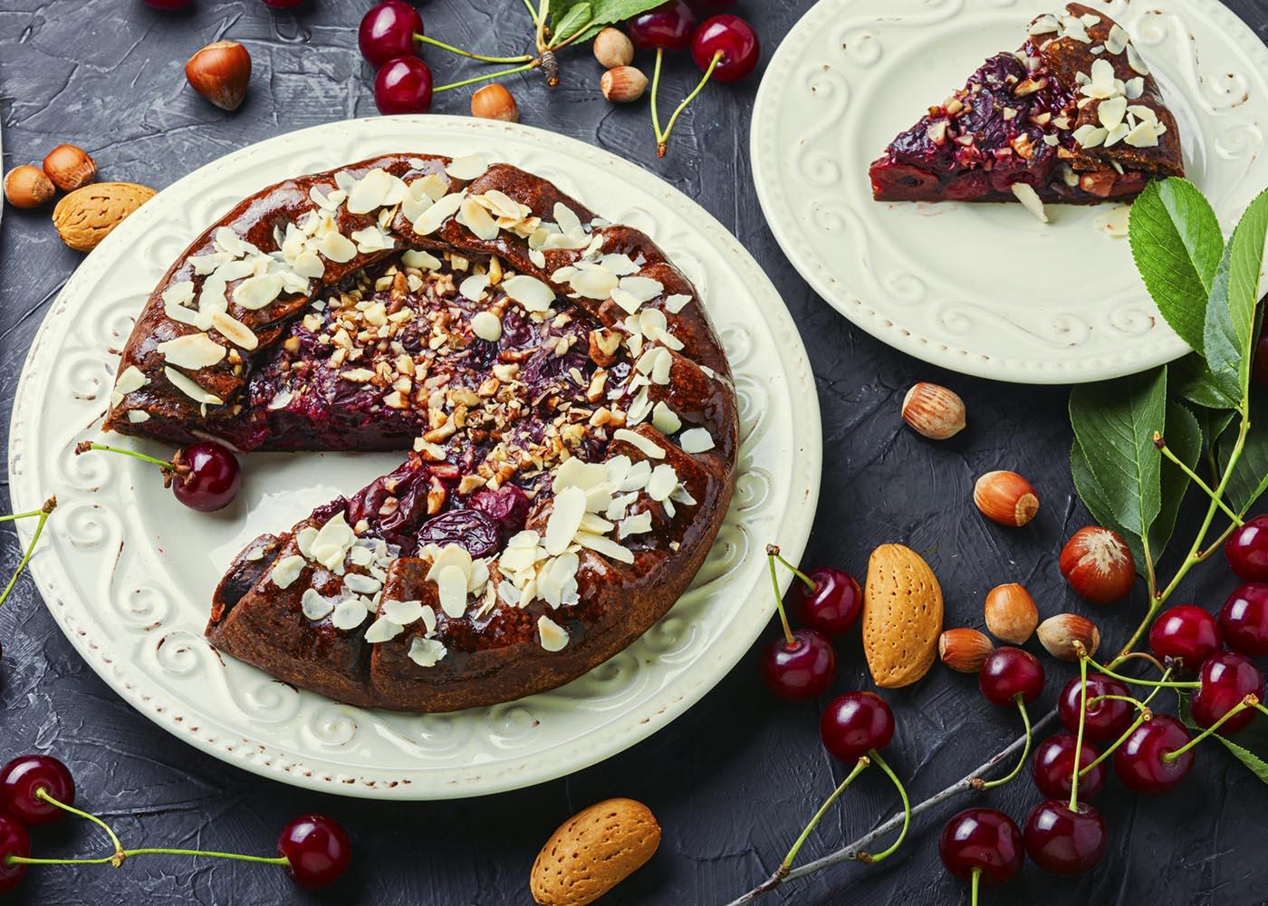 Tarte de cereja com chocolate enfeitada