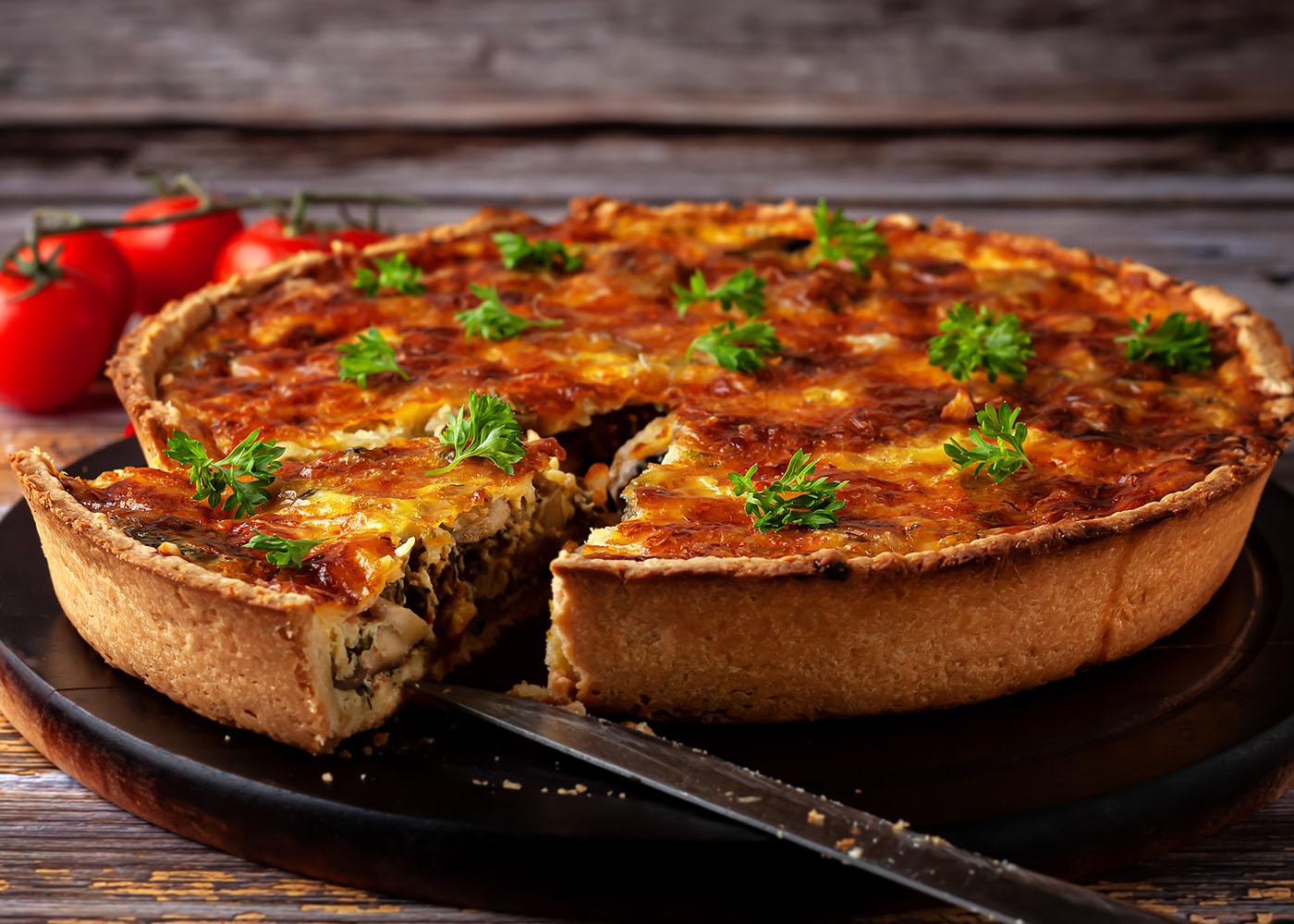 Tarte de fiambre, cogumelos e mozzarella fatiada