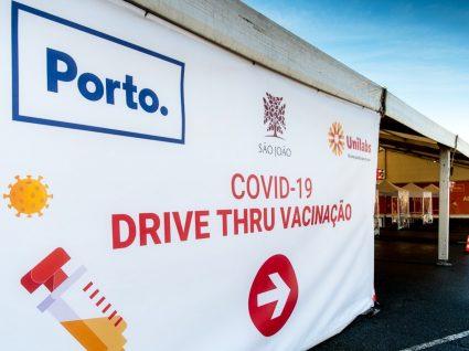 centro de vacinação drive-thru no porto