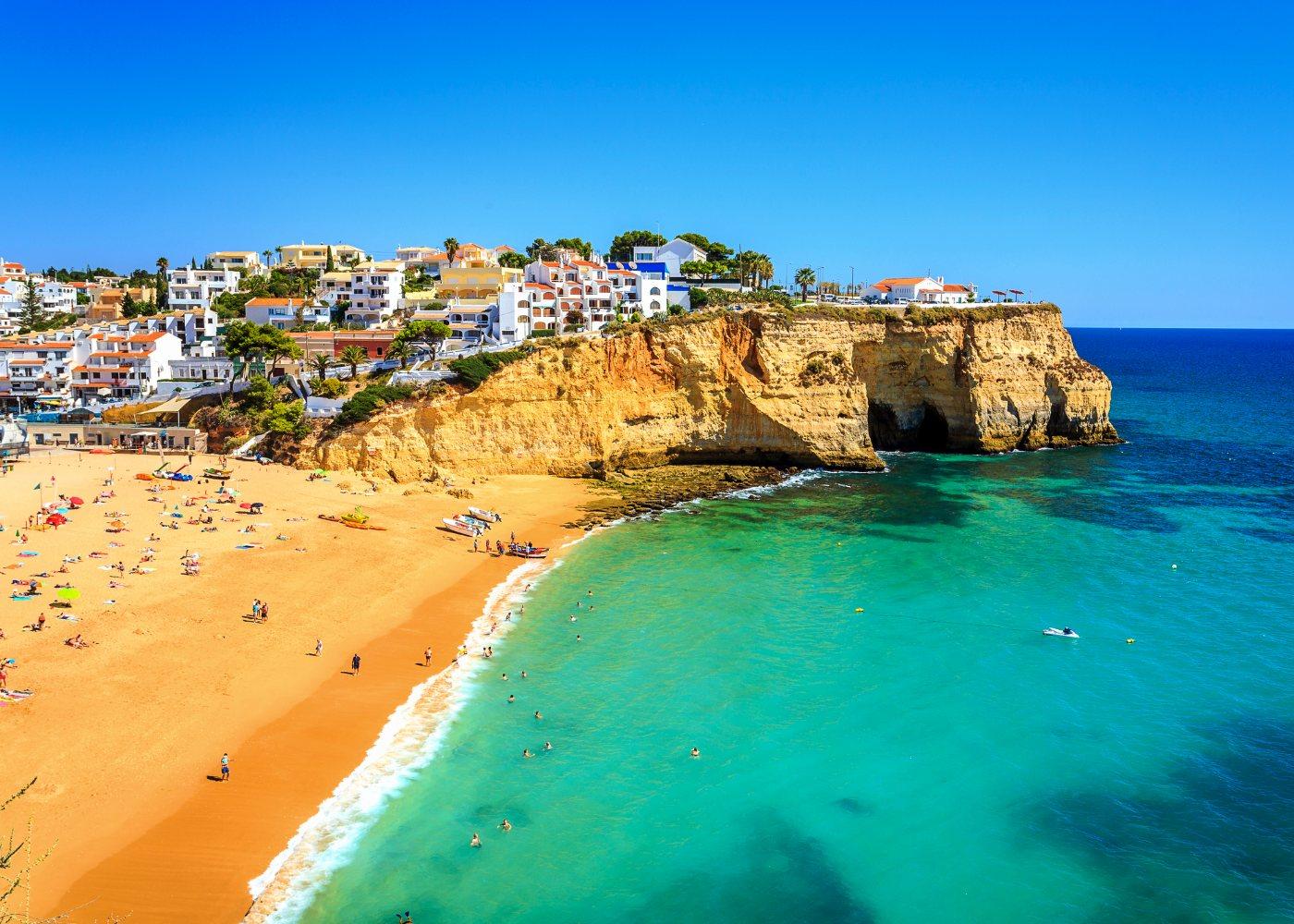 Praia do Carvoeiro no Algarve