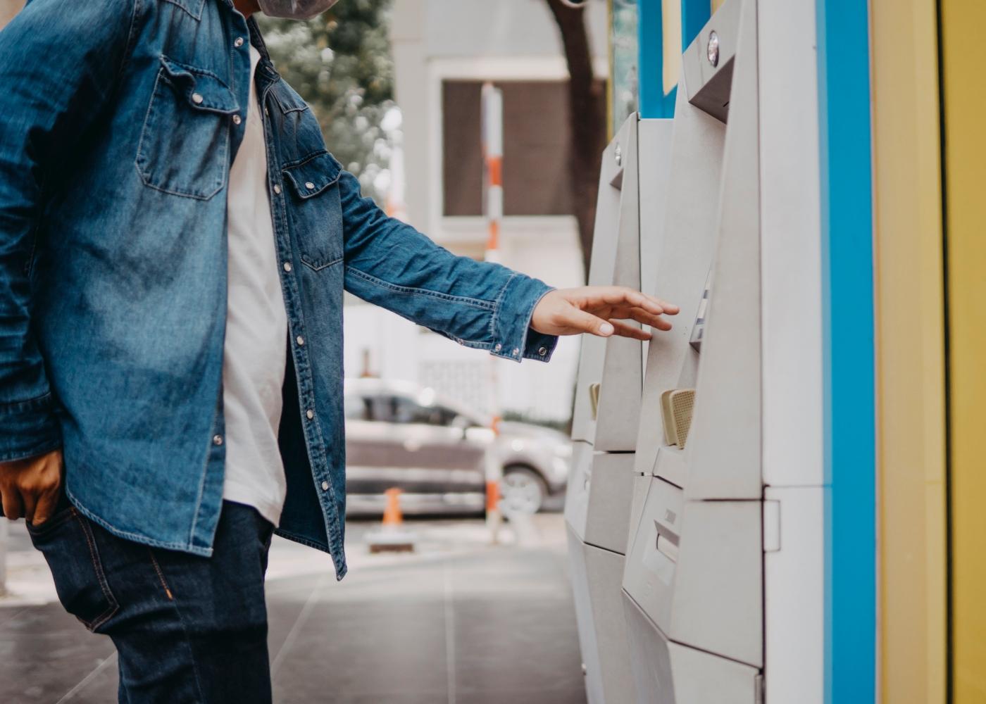 Levantar dinheiro ATM