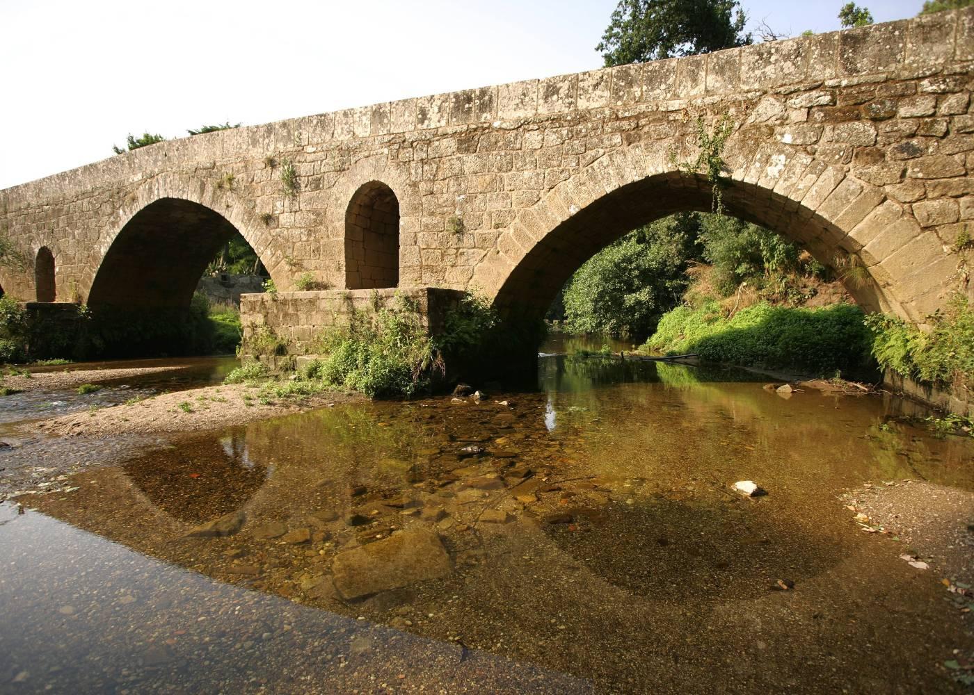 Ponte medieval em Vilar de Mouros