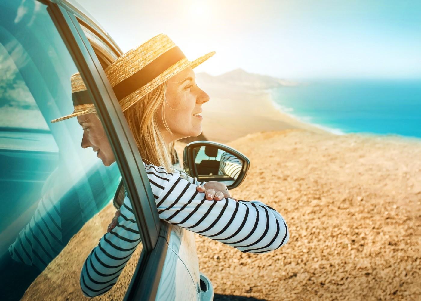 Mulher a viajar de carro