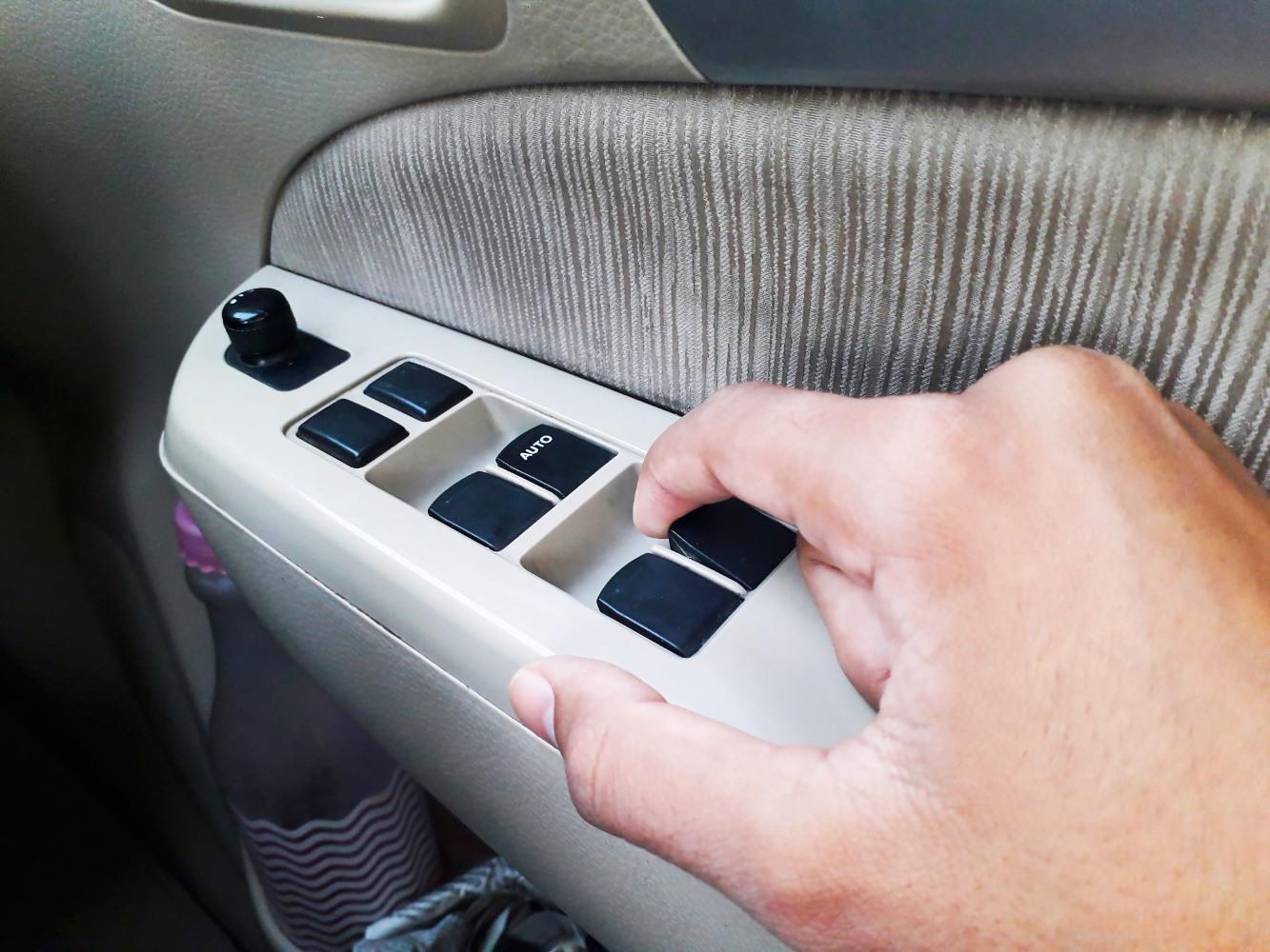 Abrir os vidros do carro